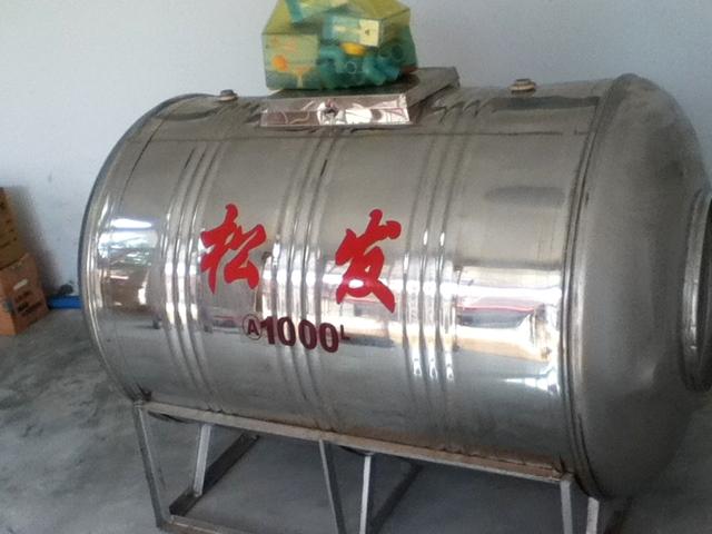 カンボジアの水タンク