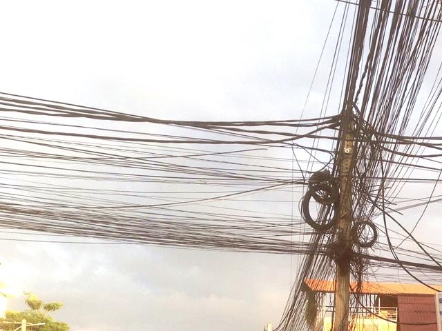 カンボジアの電線、送電