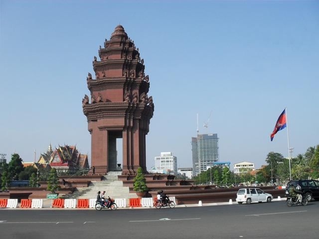 プノンペン独立記念塔