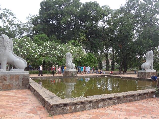 ロイヤルガーデンの池