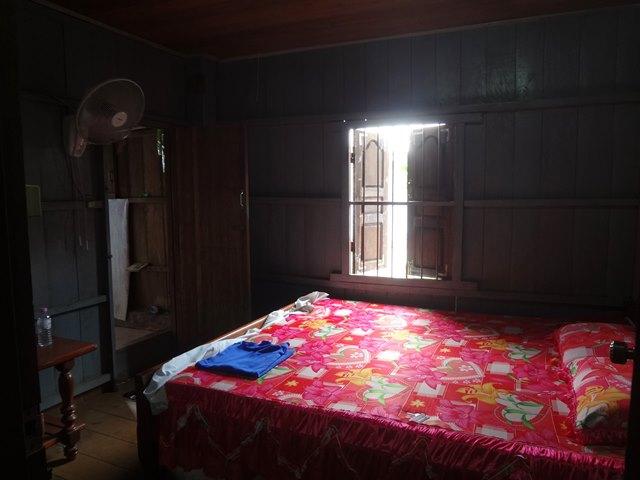 スラヨンのゲストハウスの部屋