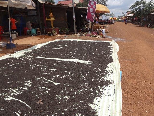 スラヨン村のマーケット