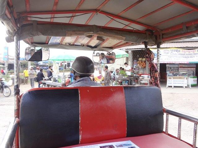 トゥクトゥクの乗車風景