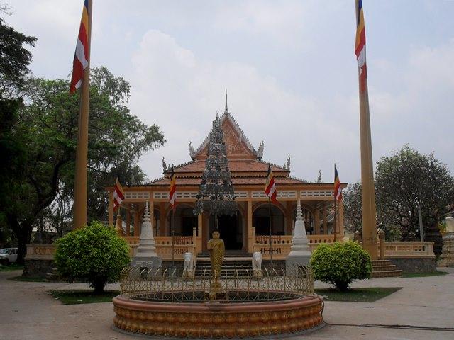 ワット・ダムナック寺院