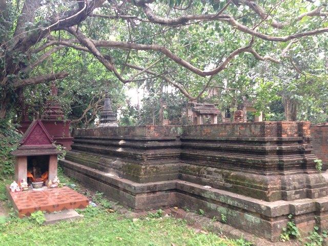 遺跡のような雰囲気のワット・プレア・アン・コサイ寺院