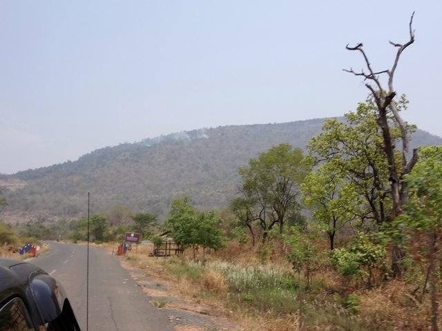 前方に見えるプレアヴィヒアの山
