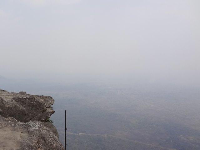 プレアヴィヒアの絶景の崖