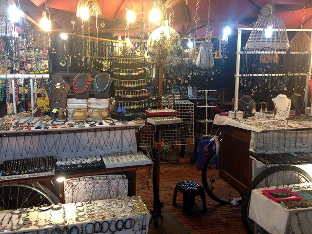 アンコールナイトマーケットのアクセサリー屋のお店