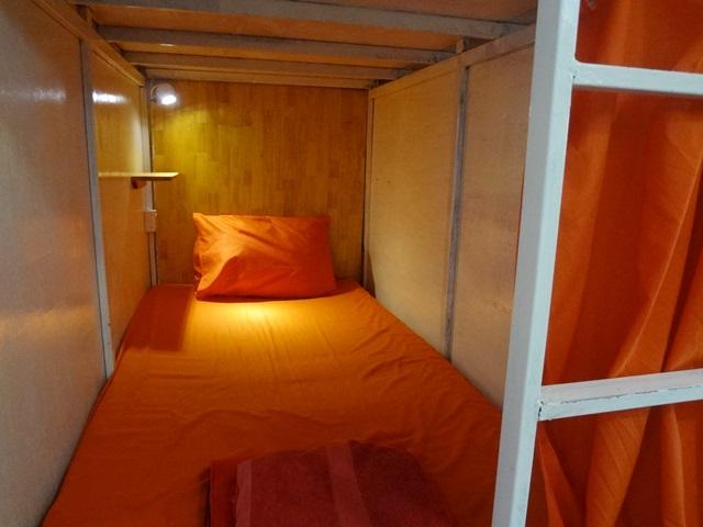 ブティックドミトリー高知家のカプセル型ドミトリーのベッド