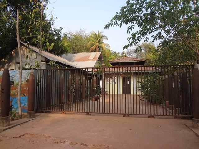 地雷博物館に到着したときに閉まっていた入り口の門
