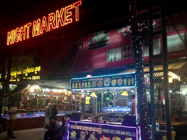 パブストリートのすぐ近くシバタ通り沿いにあるナイトマーケット