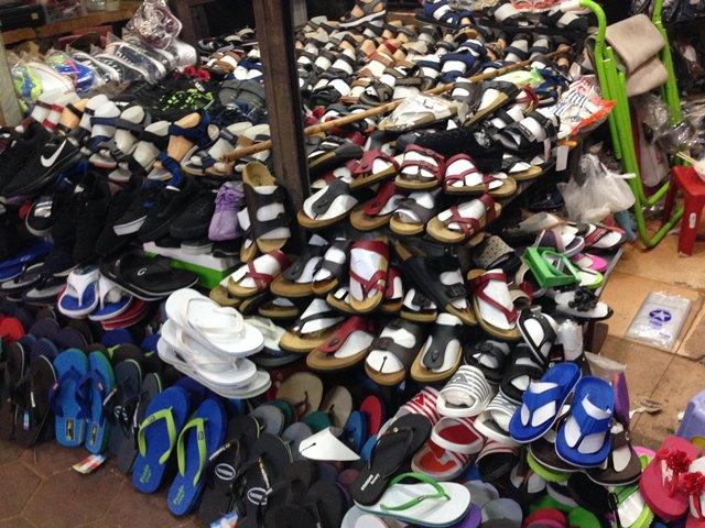 オールドマーケットの靴屋
