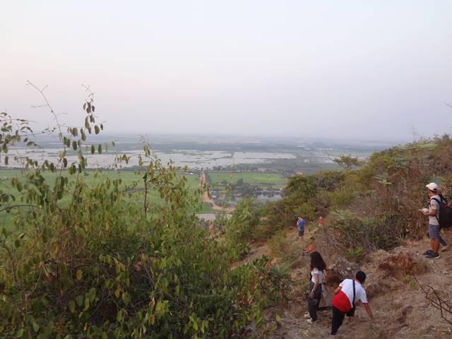 プノンクロム夕日鑑賞の斜面