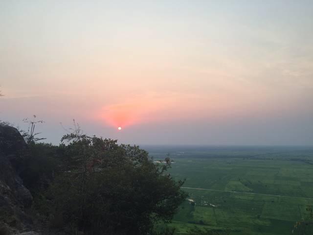 プノンクロムからの乾季の夕日