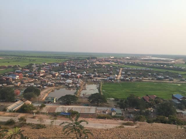 プノンクロムから見るトンレサップ湖周辺の村