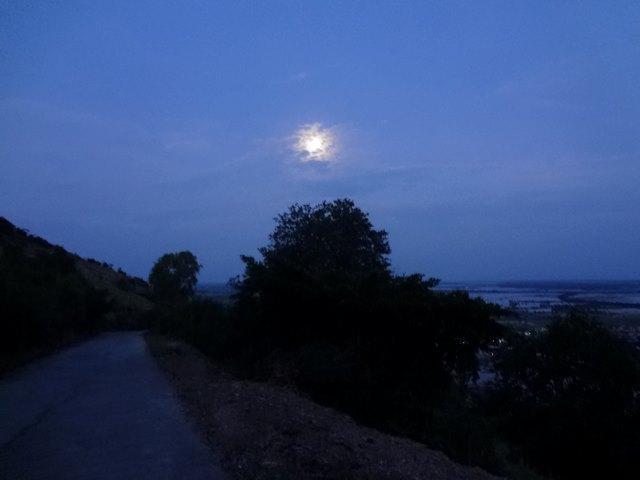 プノンクロムの帰り道から見える月