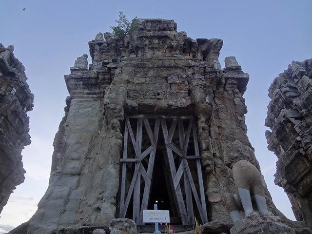 プノンクロム山頂の祠堂