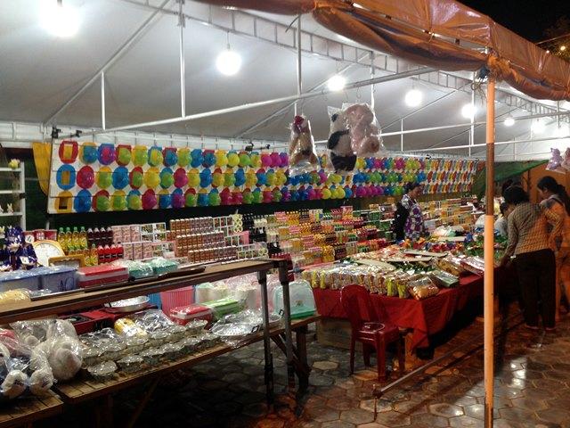 Palm Container Night Marketのキッズコーナーにある風船割りゲーム