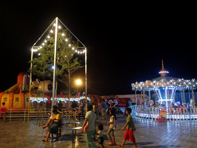 Palm Container Night Marketの遊園地・キッズコーナー