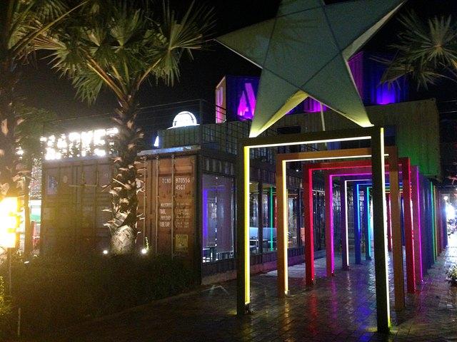Palm Container Night Marketのカラフルな写真スポット