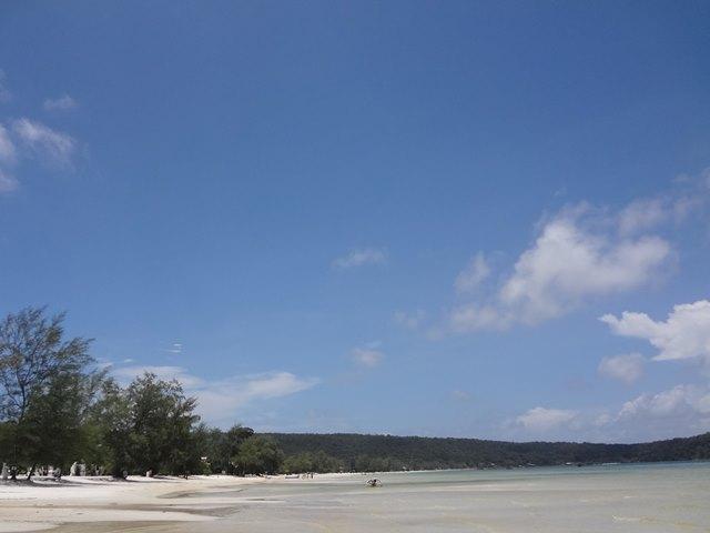 ロンサレム島の透明なビーチ