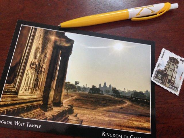 郵便局で購入したポストカードと切手
