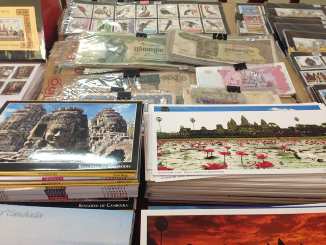 カンボジアの昔のお金とポストカード