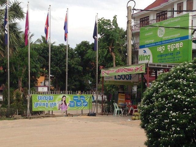 カンボジアの街中にあふれるwingの黄緑色の看板