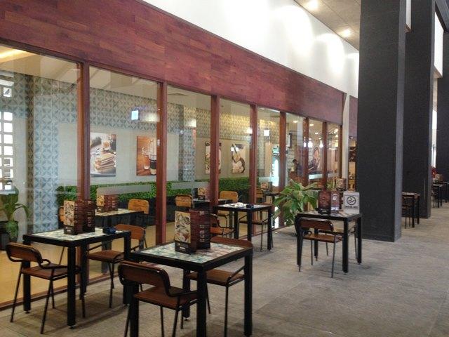 シェムリアップ空港のカフェ