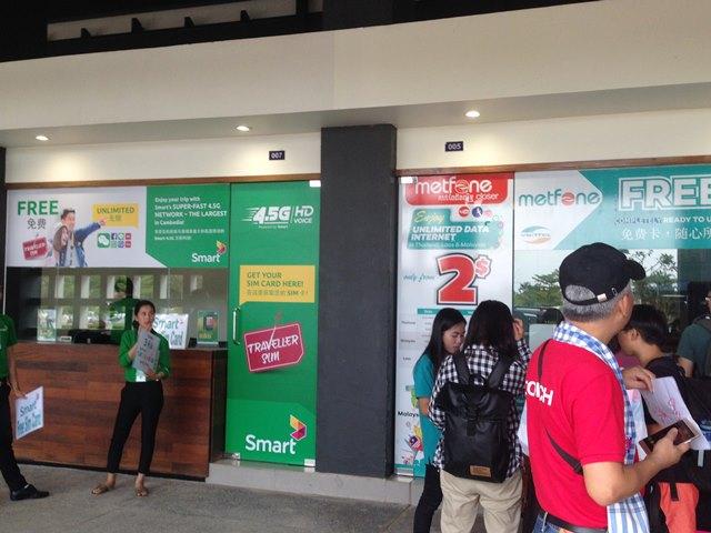 シェムリアップ空港にあるSIMカードは購入できる携帯会社ブース