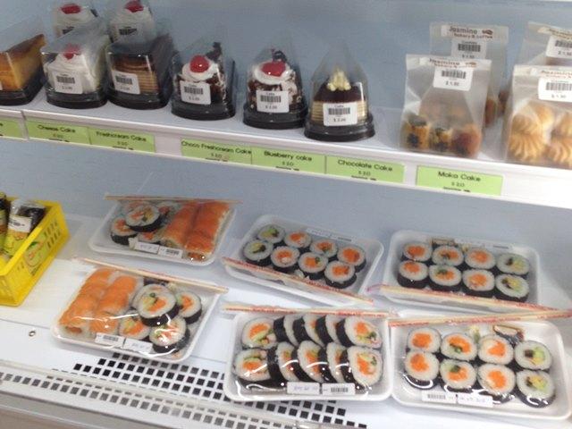 アンコールマーケットに売られているお寿司