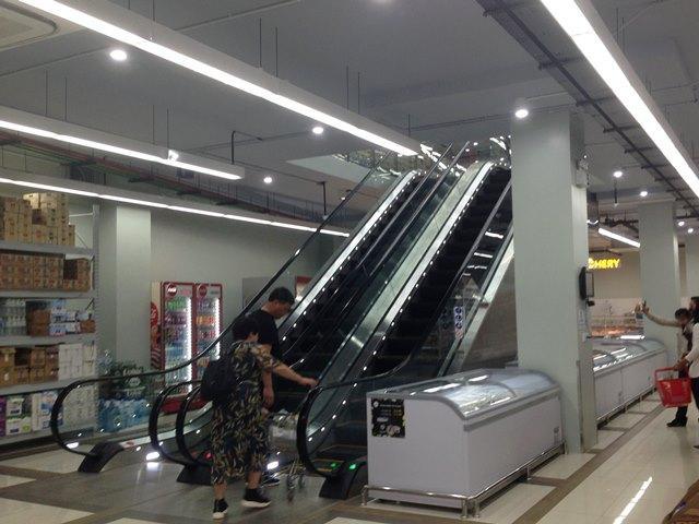 新アンコールマーケットのエスカレーター