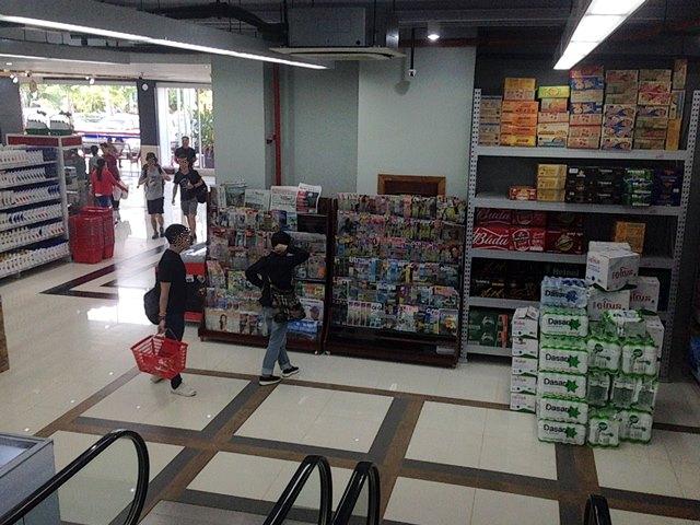 新アンコールマーケットの雑誌コーナー