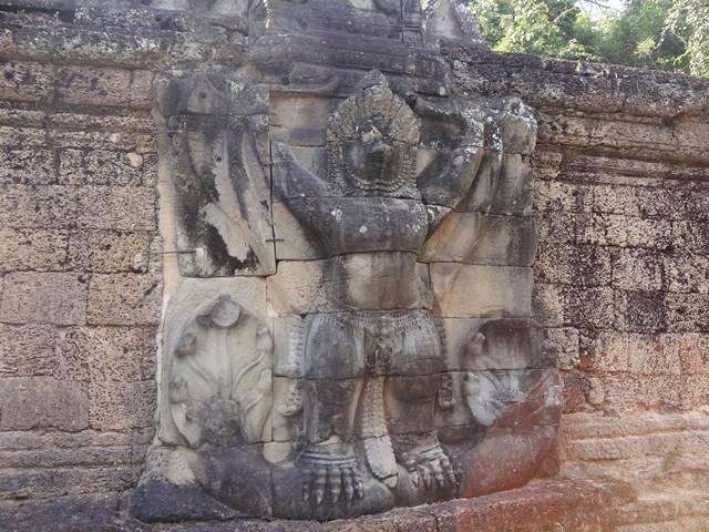 プリアカンの大きなガルーダの彫刻