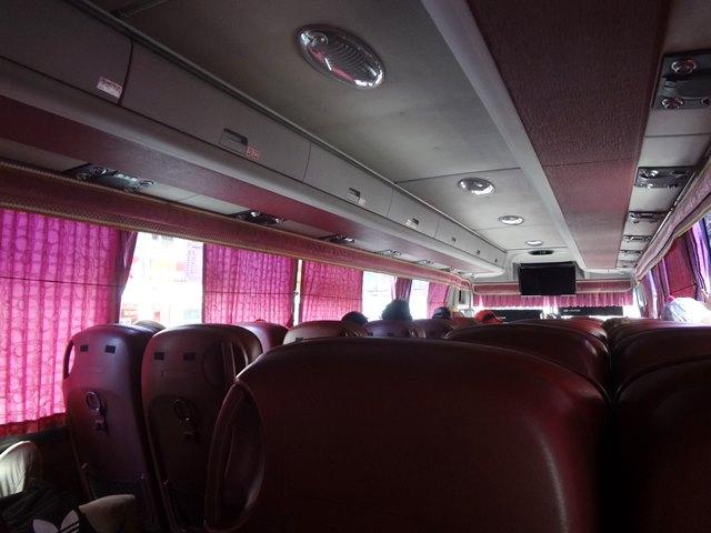 カンボジアのきれいめなバスの車内