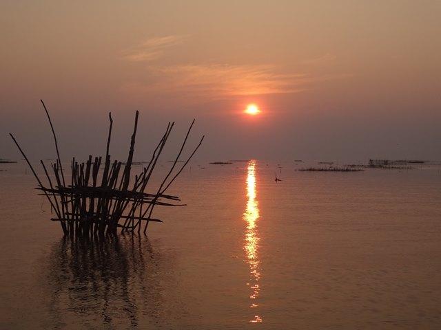 トンレサップ湖・コンポンプルックの夕日