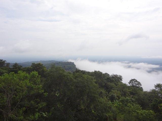 プレアヴィヒア遺跡から見えるタイ側の景色