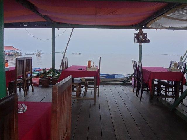 夕日鑑賞をしたコンポンプルックの水上レストラン