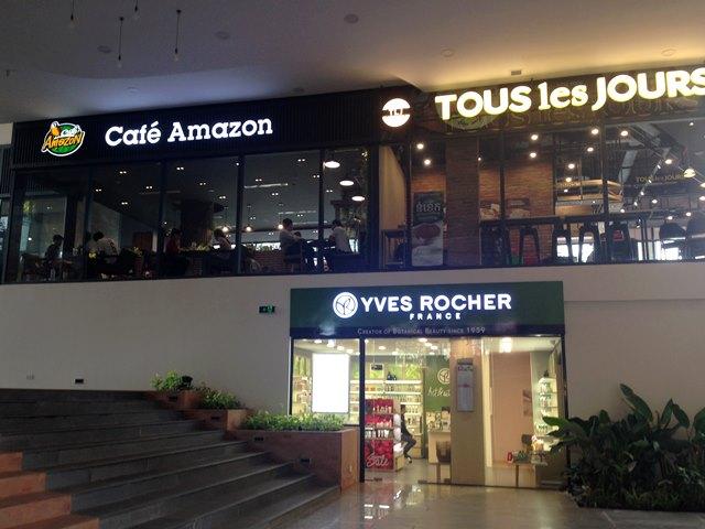 ヘリテージウォークの「Cafe Amazon」とパン屋の「Tous Les Jours」