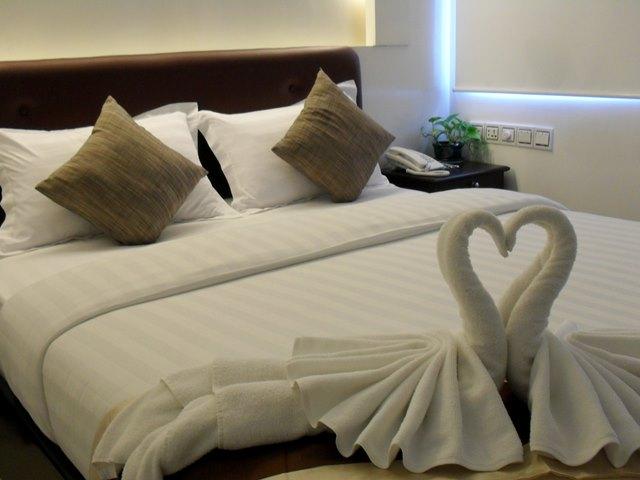 シェムリアップの高級ホテルでは白鳥のタオルがお出迎え