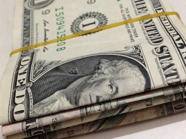 両替のさい準備したい1ドル札の束