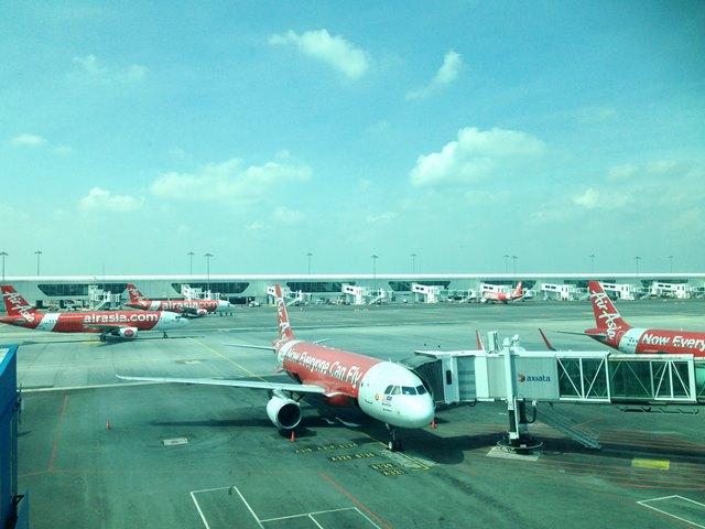エアアジア機が沢山とまるクアラルンプール空港