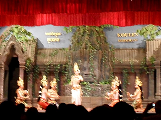 カンボジアの伝統舞踊「アプサラダンス」