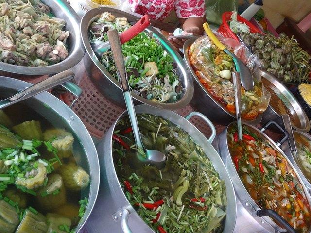 ローカル屋台のカンボジア料理