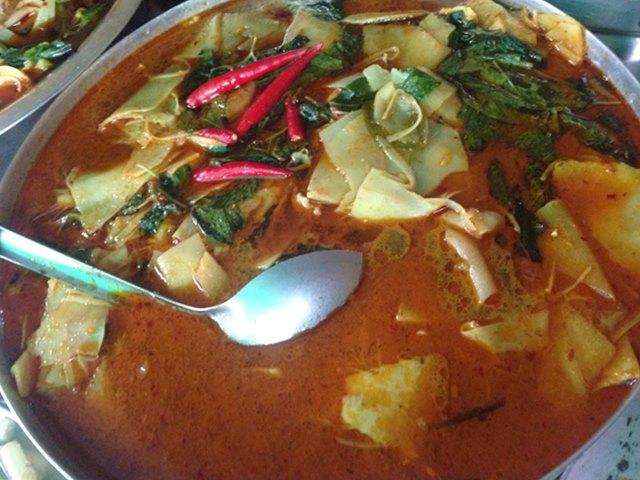 カンボジア料理⑦「ソムロー・カリー」
