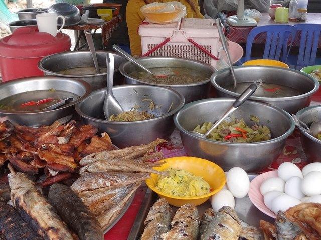 カンボジアのローカル屋台食堂
