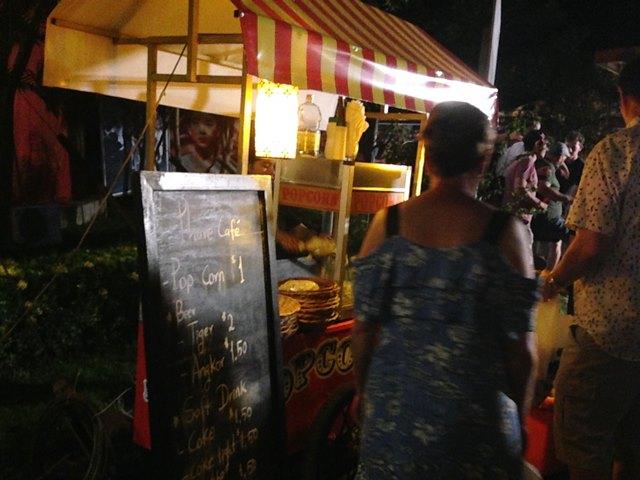 カンボジアサーカス・ファーのポップコーン屋さん