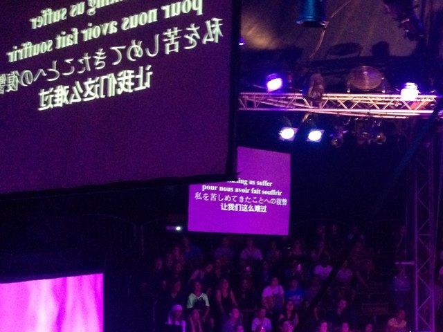 カンボジアサーカス・ファーで日本語も表示されていたスクリーン