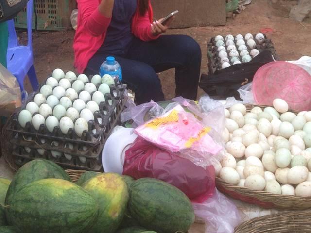 市場で売られているふつうの卵