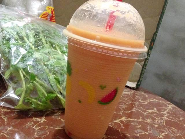 カンボジアのローカルフード「フルーツシェイク」